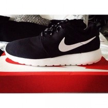nike roshe run at footlocker